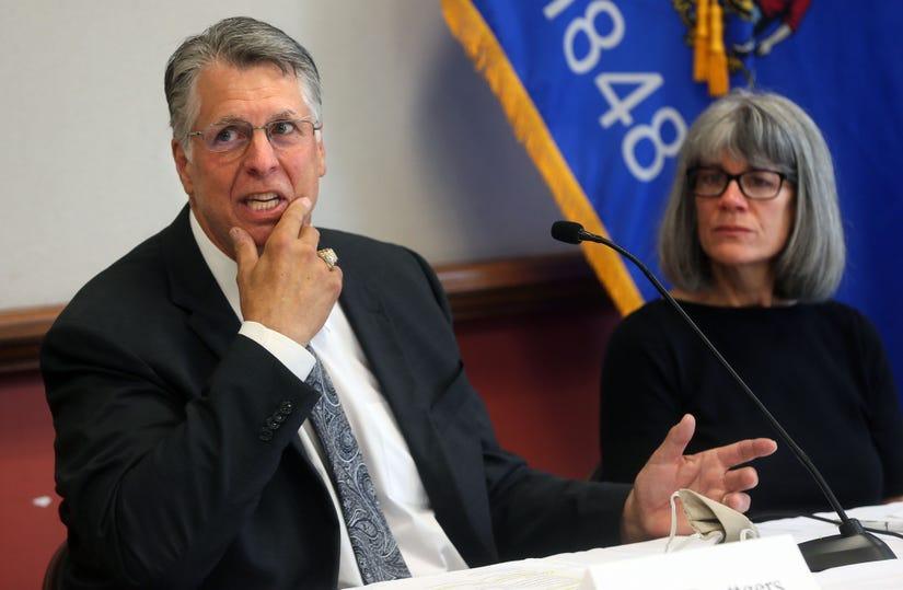 Wisconsin Senator Ron Johnson & Former Green Bay Packer Ken Ruettgers Bringing the CV Truth Ken-Ruettgers-with-Wife
