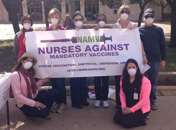 nurses-with-masks-against-flu-vaccines