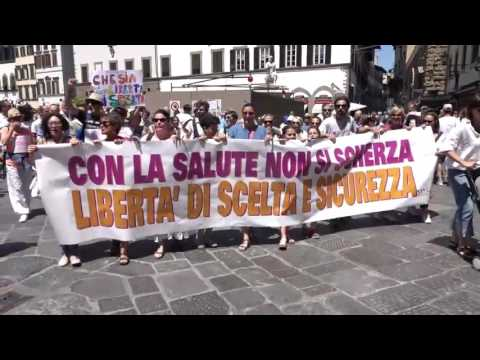 Italians Take to the Streets to Protest New Mandatory Vaccination Law