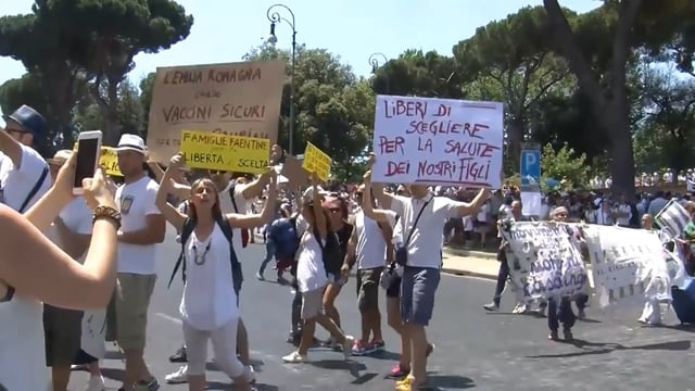 Mass Protests Against Mandatory Vaccines in Rome – Some Parents Prepare to Leave Italy