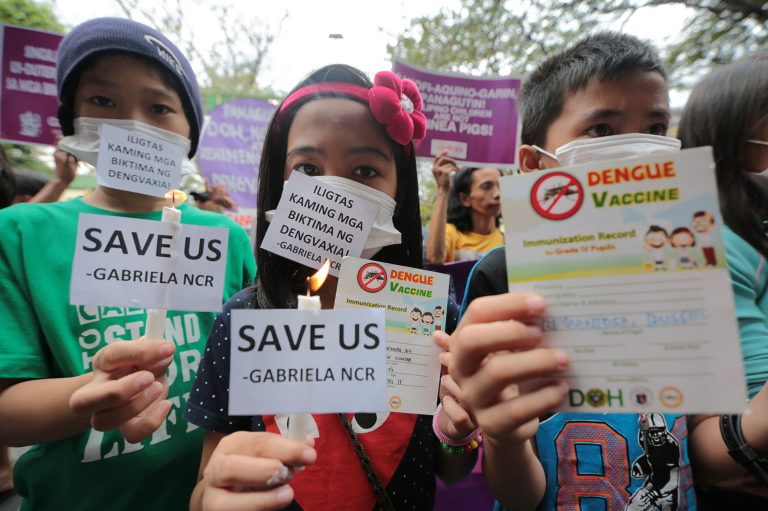 DENGVAXIA PROTEST / FEBRUARY 7, 2018 Protesting children and parents wear facemasks and light candles at the gate of Department of Health (DOH) headquarters in Sta. Cruz., Manila on Wednesday, February 7, 2018 to call on the government for support to all recipients of the controversial Dengvaxia vaccine. INQUIRER PHOTO / GRIG C. MONTEGRANDE