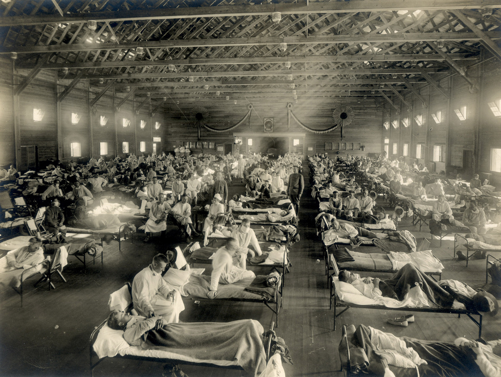 Emergency_hospital_during_Spanish_flu_epidemic,_Camp_Funston,_Kansas_-_NCP_1603